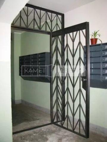 Металлическая тамбурная решетчатая дверь