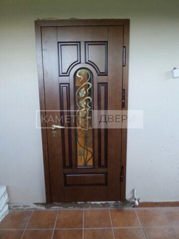 дверь с ковкой и стеклом купить в Москве на заказ